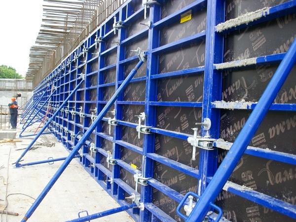 Алюминиевый и стальной линейный щит для опалубки стен